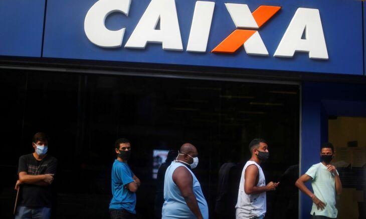 Pagamento tem gerado filas nas agências de todo país (Foto: Reuters/Pilar Olivares)