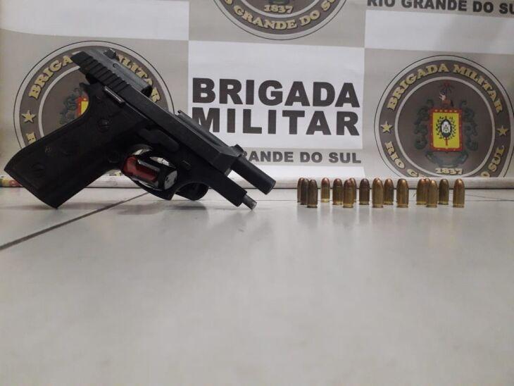 Arma foi apreendida pelos policiais (Foto: Divulgação/Brigada Militar)