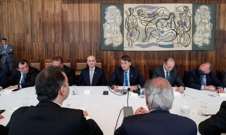 O presidente Jair Bolsonaro retornou ao trabalho nesta segunda-feira, após ser submetido, na sexta-feira (25) a uma cirurgia para retirada de cálculo na bexiga (Foto: Alan Santos/PR)