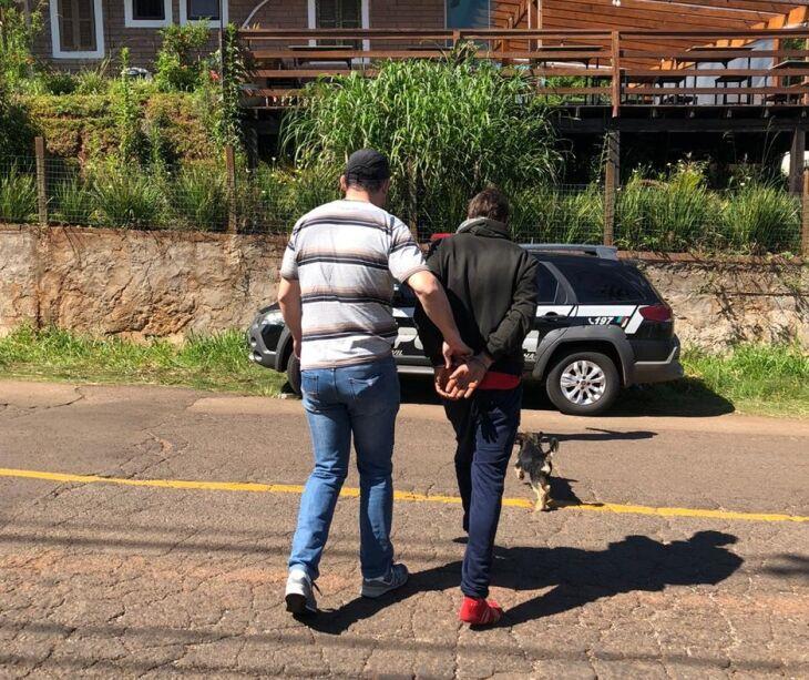 Homem foi conduzido ao Presídio Regional de Passo Fundo (Foto: Divulgação/Polícia Civil)