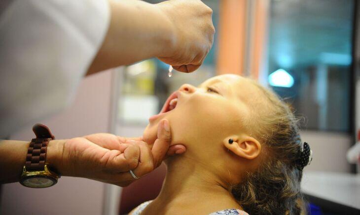 É fundamental respeitar os prazos e períodos estabelecidos pelos médicos para realização da imunização (Foto – Agência Brasil-EBC)