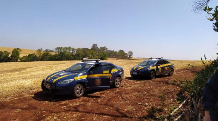 Durante dois dias os policiais realizaram buscas para prender os traficantes que se esconderam em uma mata (Foto: Divulgação/PRF)