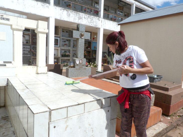 Os cemitérios estarão abertos normalmente durante o final de semana e feriado