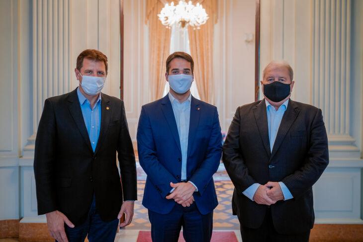 Ospresidentes da Cotrijal, Nei César Manica, e da Assembleia, Ernani Polo, reuniram-se com o governador Eduardo Leite (Foto: Joel Vargas | Agência AL/RS)