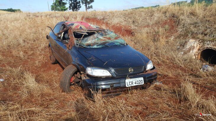 Veículo capotou após sair da pista - Rádio Tapejara