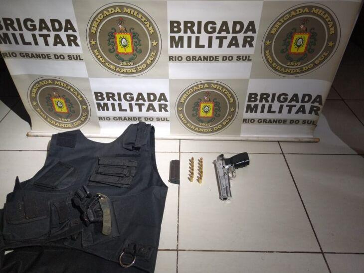 A pistola estava carregada com 13 munições (Foto: Divulgação)