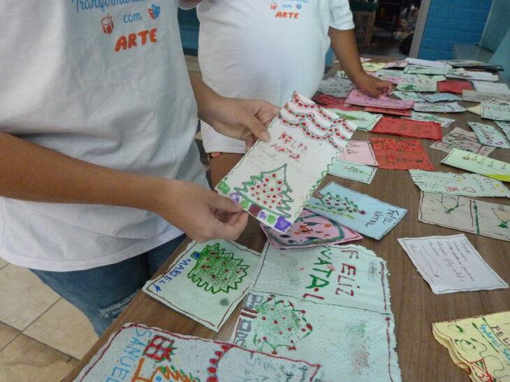 Os cartões foram decorados por crianças atendidas pelo Projeto (Fotos: Bruna Scheifler/ON)