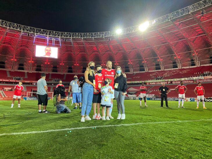 Despedida: D'Ale com a família -- Foto - Ricardo Duarte-SCI