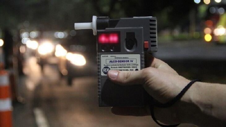 Dirigir alcoolizado é crime de trânsito, com pena de seis meses a três anos de prisão, agravada em casos de acidentes com morte (Foto: Divulgação / DetranRS)