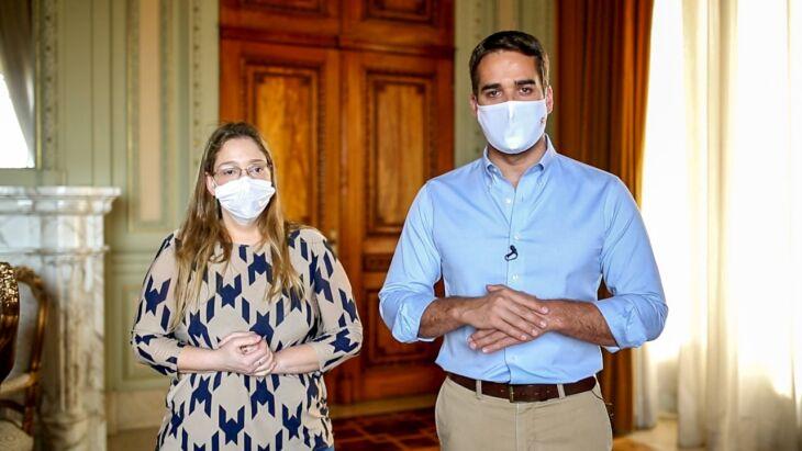 Leite e a diretora do Cevs, Cynthia Goulart Molina-Bastos, garantiram que o RS está mobilizado para a imunização (Foto: Rodger Timm / Palácio Piratini)