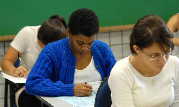 O exame serve para conceder o diploma de conclusão do ensino fundamental ou médio (Foto: Arquivo/Agência Brasil)