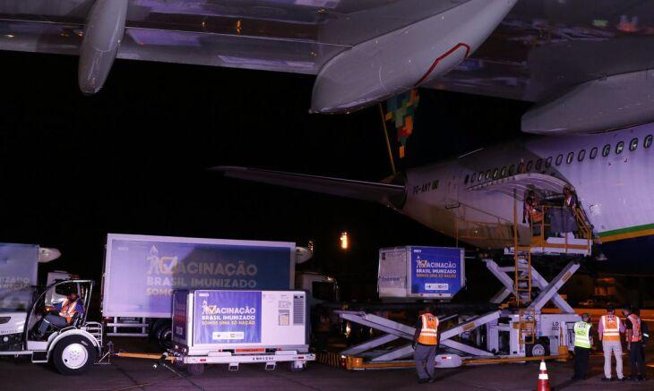 A carga chegou ao Rio de Janeiro ontem (22) por volta das 22h (Foto: Fernando Frazão/Agência Brasil)