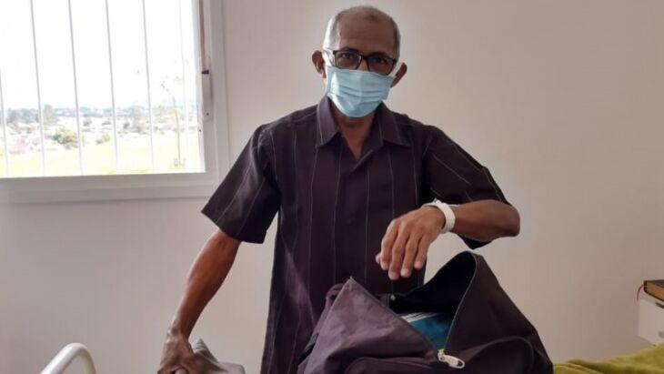 João de Souza, 58 anos, acordou animado para preparar o seu retorno para Manaus (Foto: Divulgação/HRSM)