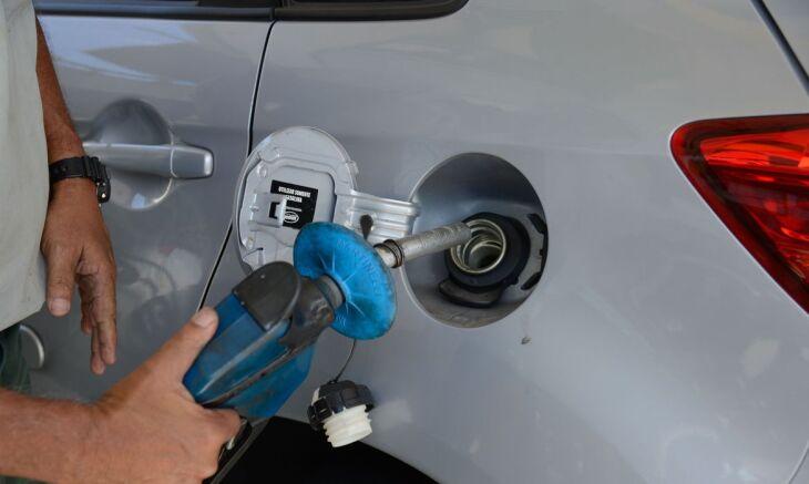 O preço cobrado nas refinarias da Petrobras corresponde a cerca de 33% do preço pago pelos consumidores finais da gasolina (Foto: Tomaz Silva/Agência Brasil)