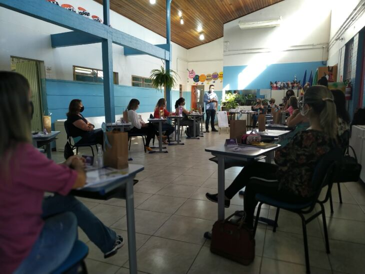 Professores e servidores das escolas terão cursos de formação continuada a partir desta segunda-feira (22) (Foto: Divulgação)