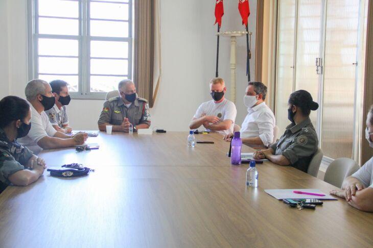 Prefeitura e Brigada Militar participaram de reunião na tarde deste sábado para definirem as estratégias