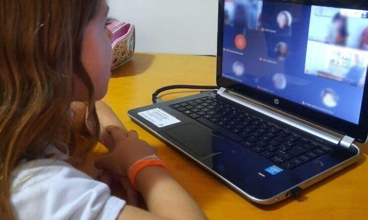 o longo do dia, alunos e suas famílias tiveram acesso a encontros virtuais (Foto: Divulgação)