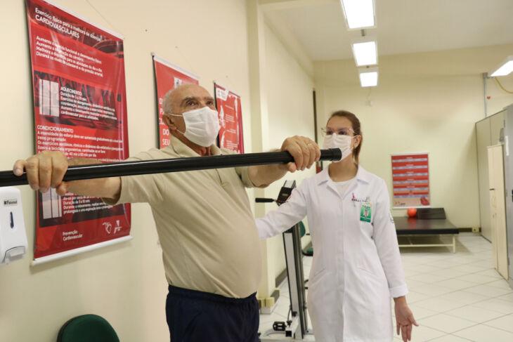 Zeno Ribeiro Borges, de 73 anos, contraiu a covid-19 no ano passado (Fotos: Natália Fávero)