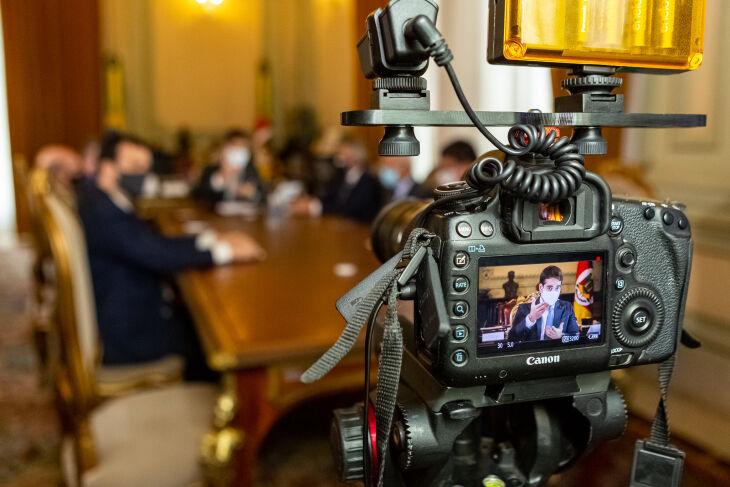 O ato foi transmitido por videoconferência (Foto: Gustavo Mansur/Palácio Piratini)