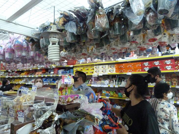 Os produtos mais tradicionias e industrializados continuam sendo procurados (Foto: Bruna Scheifler/ON)