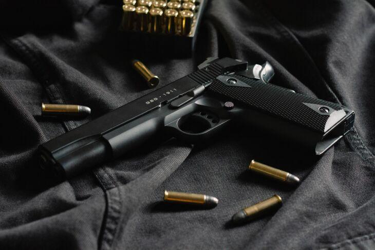 Entre as medidas, estaria a permissão para porte simultâneo de até duas armas de fogo por cidadãos (Foto: Thomas Def/Unsplash)