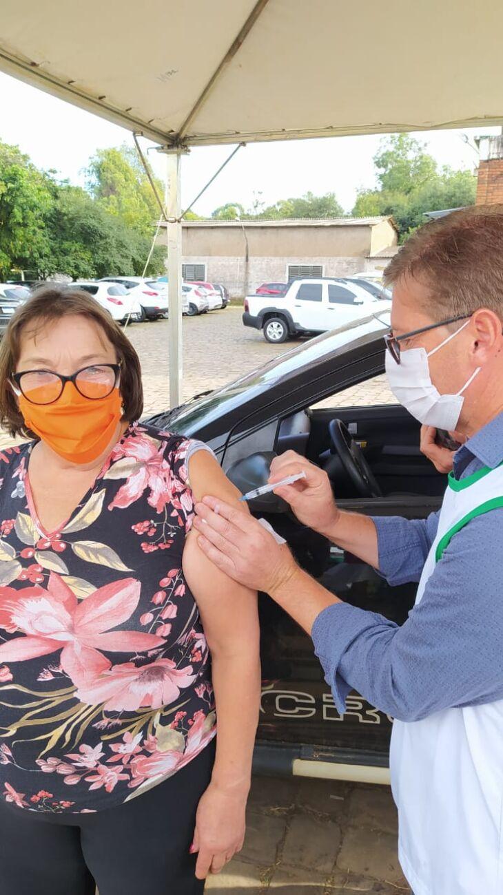 Hoje forma vacinados idosos nascidos em 1959 ou anteriormente (Foto: Divulgação/PMPF)