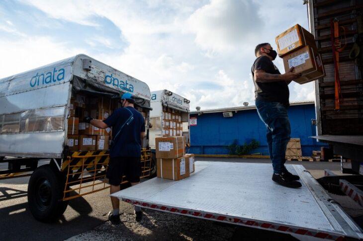 Os medicamentos chegaram ao Estado no sábado (17) (Foto: Felipe Dalla Valle/Palácio Piratini)