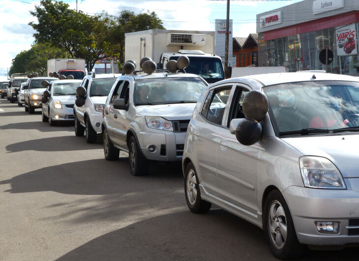 A carreata percorreu a Avenida Brasil até a Prefeitura Municipal (Fotos: Bruna Scheifler/ON)