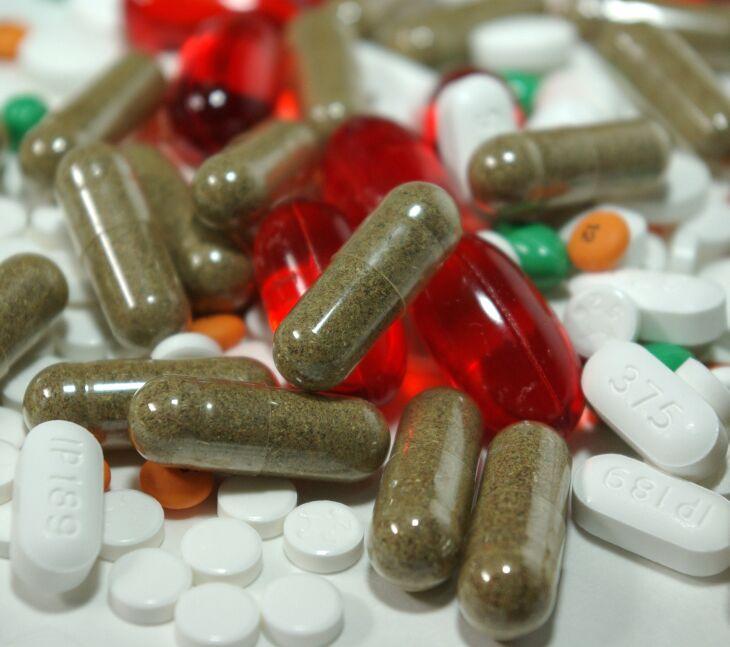 Grande quantidade de intoxicações medicamentosas e diversos eventos adversos associados ao uso incorreto de fármacos podem ocorrer (Foto - Liz Masoner-Pixabay)