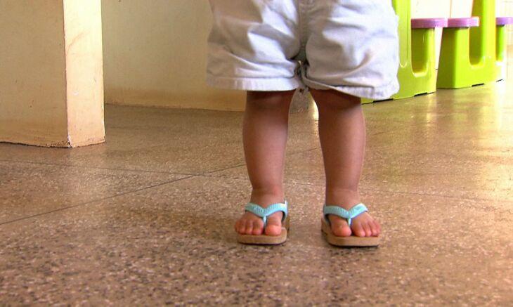 Proposta fixa os cuidados a, no máximo, 5 crianças por lar. Foto: Reprodução/TV Brasil