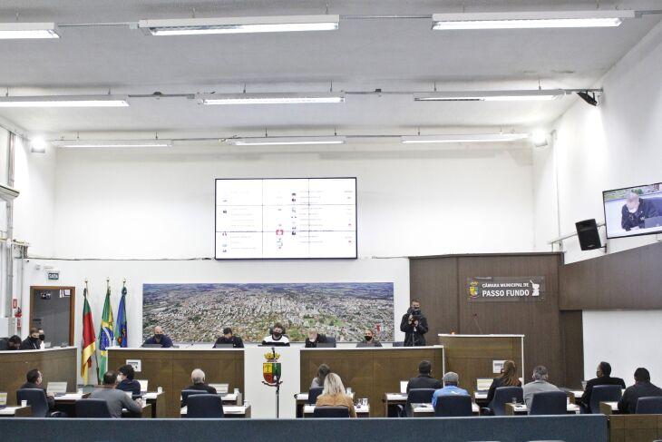 A Reunião Plenária Ordinária foi realizada no plenário Sete de Agosto (Foto: Comunicação / CMPF)