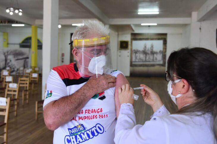 A vacinação com a segunda dose será dividida por ano de nascimento (Foto: DivulgaçãoPMPF)