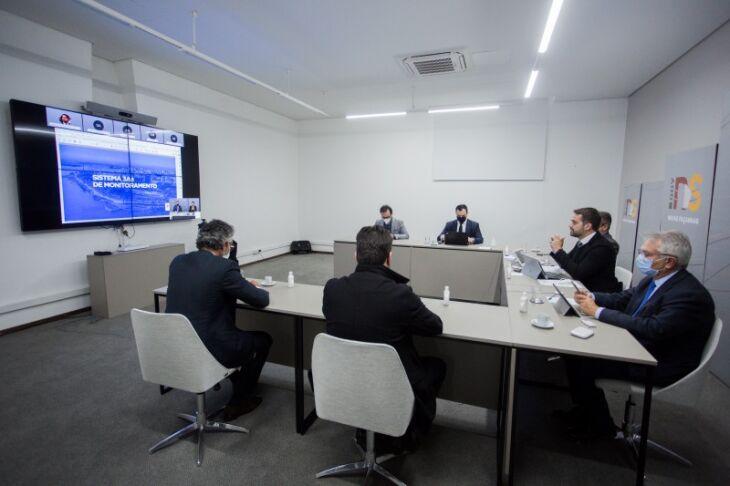 Governador anunciou novo sistema de monitoramento da pandemia em reunião presencial com participações por videoconferência (Foto: Felipe Dalla Valle/Palácio Piratini)
