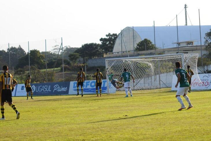 Maurício marcou para o Gaúcho - Foto-Alex Borgmann-SCG