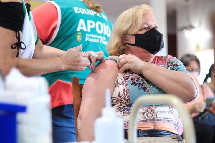 A vacinação ocorre sem formato drive-thru (Foto: Michel Sanderi/Divulgação PMPF)