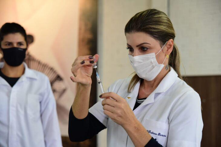 Vacinação está sendo realizada no CTG Lalau Miranda (Foto: Divulgação)