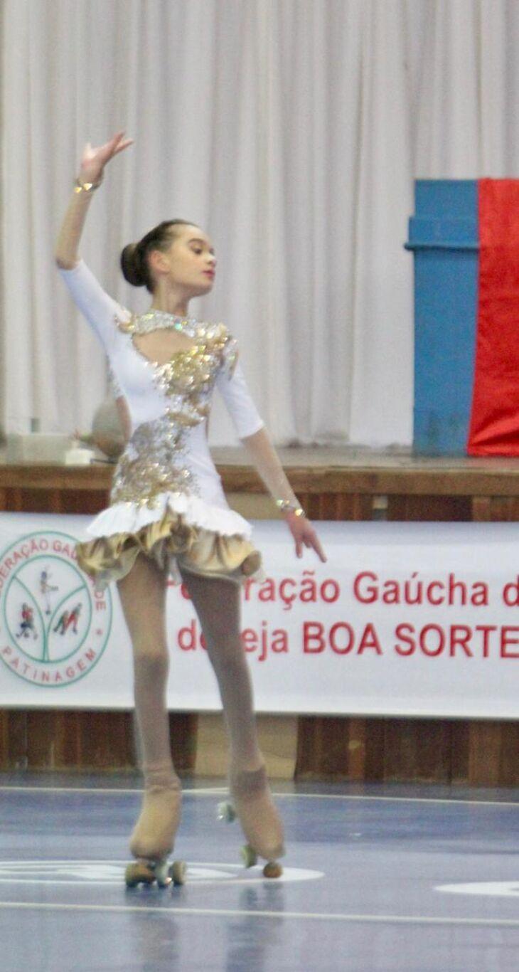 Lívia Valiati Lírio conquistou a medalha de ouro na competição (Foto: Divulgação/ON)