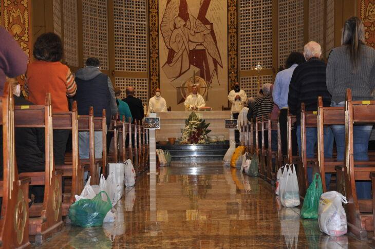 As paróquias foram aconselhadas a ampliar o número de missas (Foto: Gerson Lopes/ON)