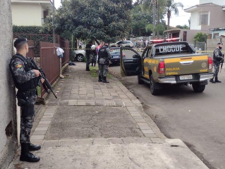 Os policiais foram acionados após roubo e iniciaram a perseguição (Foto: Luciano Breitkreitz/ON)