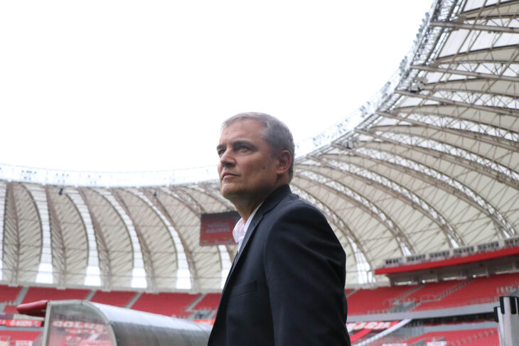 """Técnico retoma história no Beira-Rio: """"atitude e determinação total não se negociam"""""""