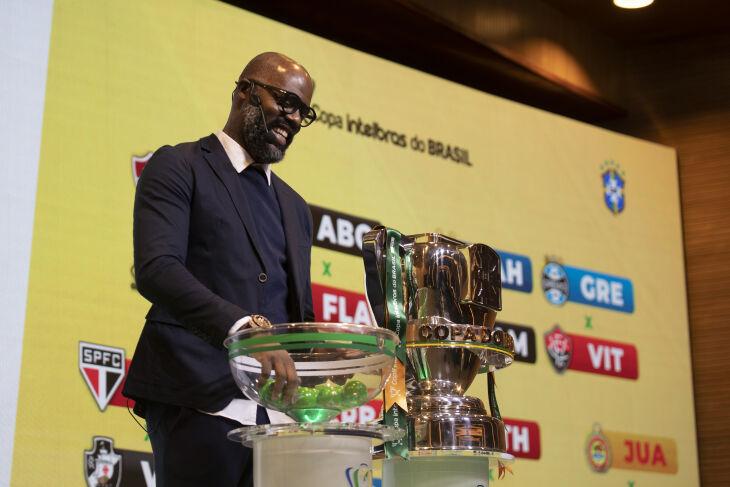 O ex-jogador Grafite participou do sorteio (Foto - Thais Magalhães/CBF)