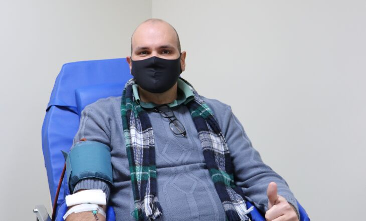 Cristiano Scher realizou doação automatizada de plaquetas (Foto: Assessoria de Imprensa HSVP/Scheila Zang)
