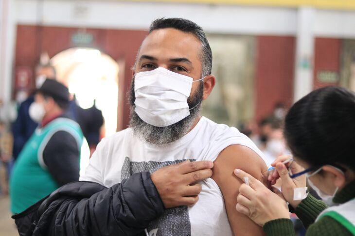 1.606 pessoas foram vacinadas hoje (13) (Foto: Michel Sanderi/Divulgação PMPF)