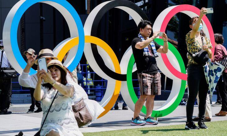 Anéis olímpicos no Estádio Nacional de Tóquio (Foto - Naoki Ogura Reuters-Agência Brasil)