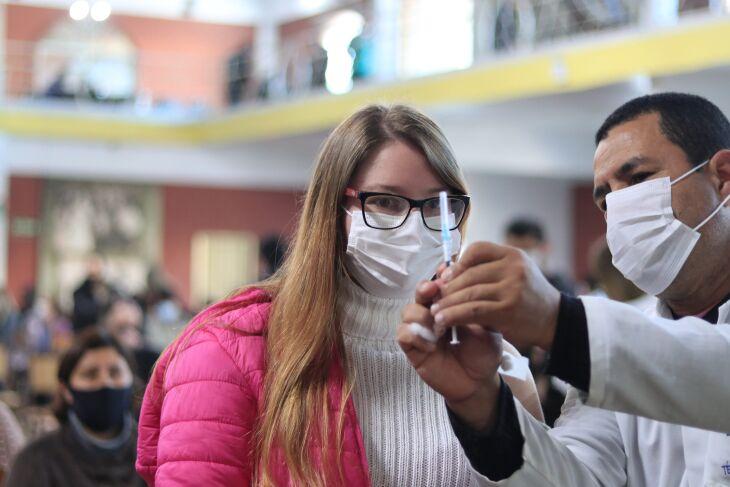 A vacinação ocorre no CTG Lalau Miranda (Foto: Divulgação/PMPF)