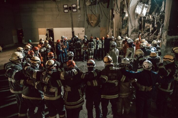 Com a localização dos corpos dos dois colegas, equipes deram por encerrada esta etapa no prédio incendiado da SSP (Foto: Rodrigo Ziebell / Ascom GVG)