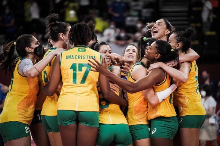 A seleção venceu o ROC em uma virada (Foto: Divulgação/FIVB )