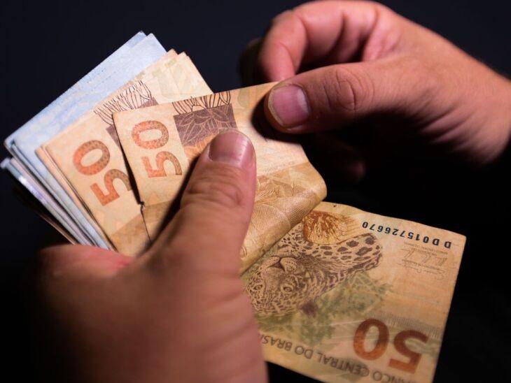 21,1% das famílias endividadas têm mais da metade da renda comprometida com dívidas (Foto: Marcello Casal Jr/Agência Brasil)