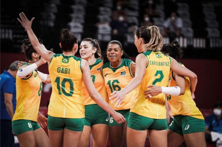 Vitória garantiu a seleção feminina de vôlei na final (Foto: Divulgação/FIVB )
