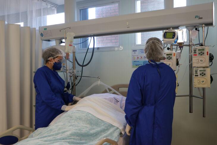 Paciente na posição prona (Foto - /Caroline Silvestro-HSVP)